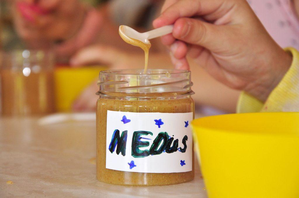Te top saldskābais medus ar cidonijām.